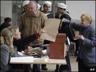 Votantes en Uruguay