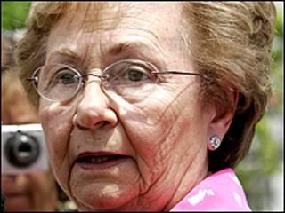 خوانيتا كاسترو قالت ان شقيقها راوول هو من طلب منها مغادرة البلاد الى المكسيك