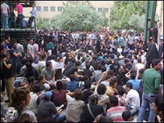 تجمع سه شنبه دانشگاه آزاد تهران واحد جنوب - عکس از گویا نیوز