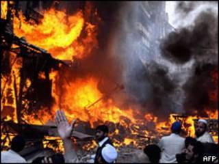 تصویری از انفجار بمب در پیشاور پاکستان در اکتبر سال گذشته