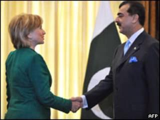 Hillary Clinton e ministro paquistanês