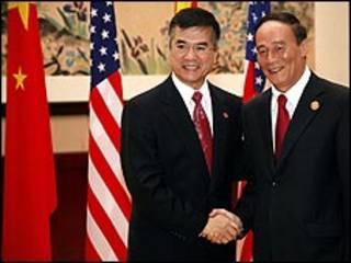 Bộ trưởng Thương mại Mỹ, Gary Locke (trái) và Phó Thủ tướng Trung Quốc, Vương Kỳ Sơn - 29/10/2009