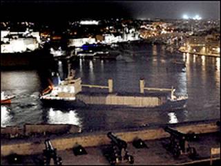 اكدت السلطات المالطية ان السفينة تخلو من المواد السامة او المشعة
