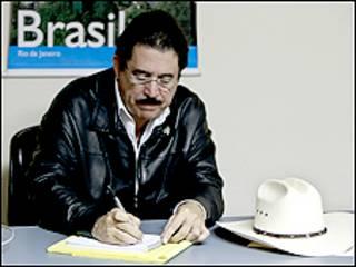 يمكث الرئيس المخلوع في السفارة البرازيلية منذ عودته من المنفى