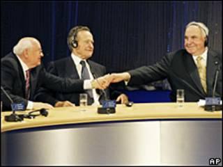 Gorbachov, Bush y Kohl.