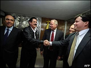 Manuel Zelaya e os representantes da delegação americana