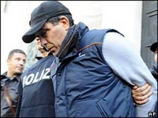 الشرطة تقتاد سالفاتو شقيق باسكوال روسو