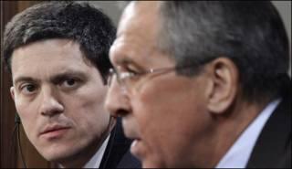 Ngoại trưởng Anh David Miliband (trái) và Ngoại trưởng Nga Sergei Lavrov