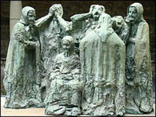 Escultura en homenaje a las plañideras de España. Foto: Arquidiócesis de Luanco, Asturias.