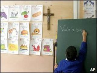 Crucifijo en un aula italiana.