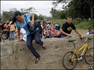 Paso de la frontera en Ureña, Venezuela.