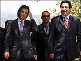 Cancilleres de Colombia, Jaime Bermúdez (izq.), y Ecuador (der.) Fander Falconí