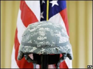 Casco de militar de EE.UU. muerto en Afganistán