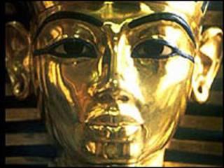القناع الذهبي لتوت عنخ آمون