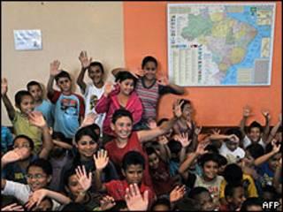 Niños en escuela de Brasil