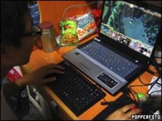 玩網絡遊戲的中國青少年