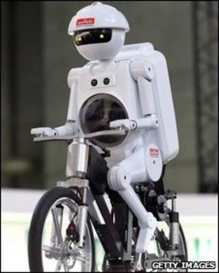 Robô japonês anda de bicicleta (arquivo)
