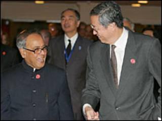 प्रणव मुखर्जी और चीन के रिज़र्व बैंक के गवर्नर ज़ाओ ज़ियाचुआन
