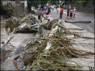 Estragos causados pela chuva na capital de El Salvador, San Salvador
