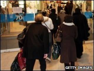 متسوقون بريطانيون