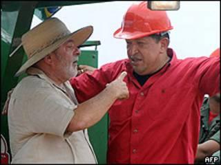 Presidente Lula (izq.), y presidente Chávez