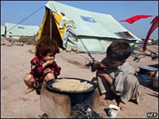 Niños refugiados en Pakistán.