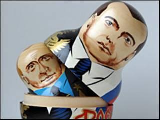 Muñecas rusas con los rostros de Putin y Medvedev