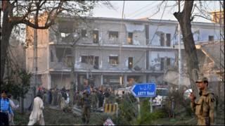 ائی ایس آئی کی بلڈنگ پر حملے کی فوٹو