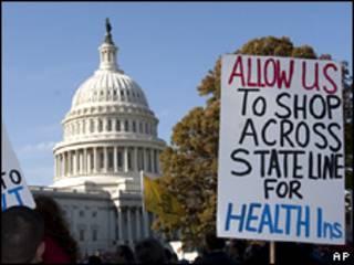 Protesta contra el plan de salud, frente al Capitolio, en Washington