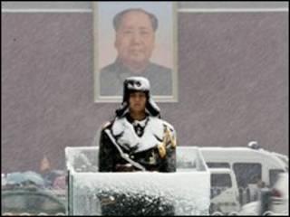 Tuyết rơi trên quảng trường Thiên An Môn hôm 12/11