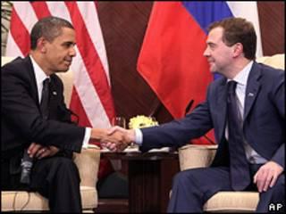 Дмитрий Медведев (справа) и Барак Обама