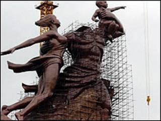Estatua en Senegal. Cortesía de Jon Spier
