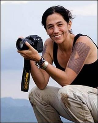Cristina Mittermeier con una cámara