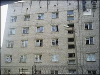 Разбитые стекла в доме в Ульяновске (фото Михаила Белого)