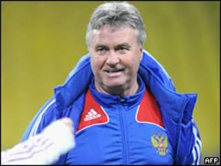Гус Хиддинк на тренировке сборной России по футболу (13 ноября 2009 года)