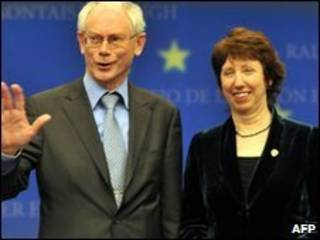 presidente estável do Conselho Europeu, Herman Van Rompuy (esq.) e Representante para Política Exterior da União Europeia,  Catherine Ashton