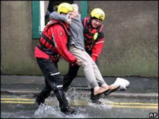 Rescate de inundaciones en Reino Unido