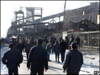 चीनी खान में धमाका