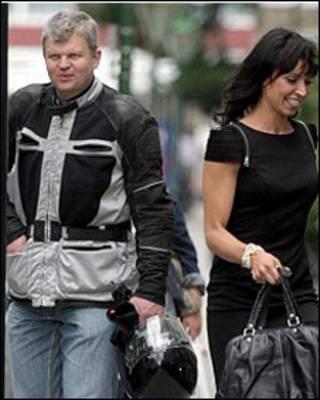 Adrian Chiles (trái) và Christine Bleakley (Bigpicturesphoto.com)