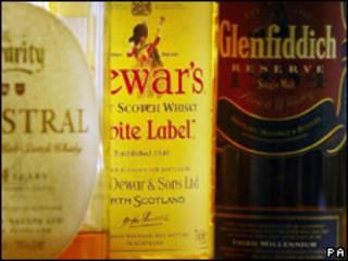 Botellas de whisky escocés