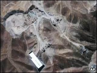 Imagen de satélite de lo que los analistas creen es una instalación nuclear iraní en Qom
