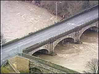英國坎布裏亞郡沃金頓鎮的卡爾瓦橋(22/11/2009)