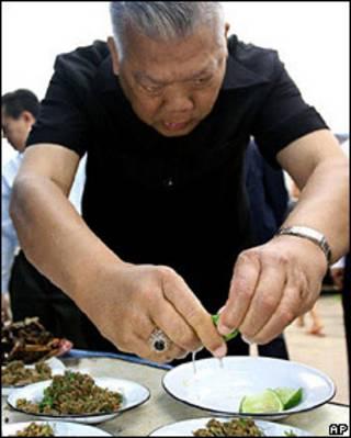Ông Samak Sundaravej
