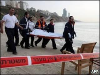 انتشال جثث الضحايا