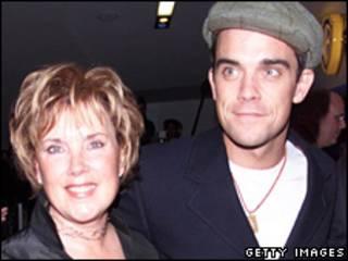 Robbie Willams và mẹ
