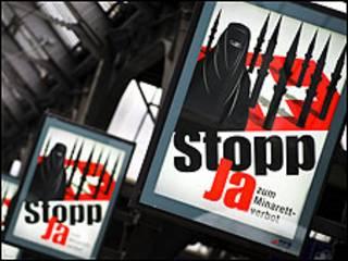 Cartaz pedindo 'Sim' à proibição de minaretes