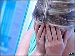نشاط الدماغ عند الرجل في مواقف الخطر يقل عاطفية عنه عند المرأة
