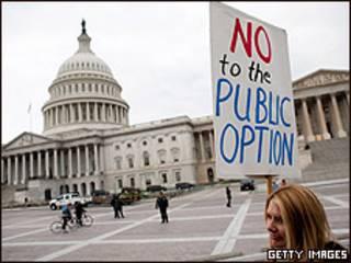 Manifestante frente al capitolio de Estados Unidos.