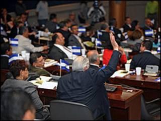 Deputados hondurenhos durante a votação