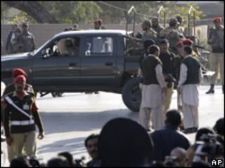 Militares acordonan zona del atentado
